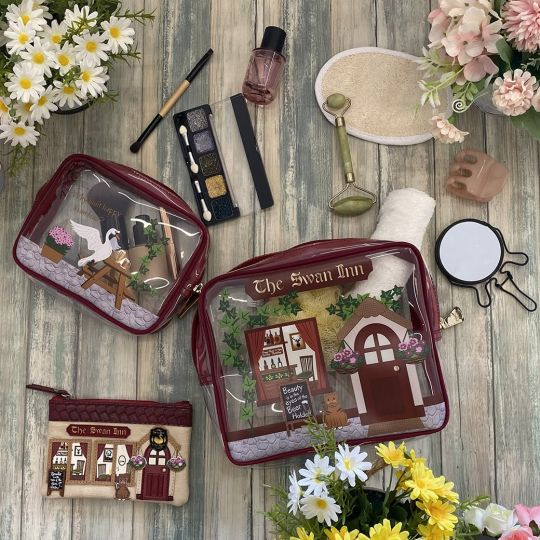 The Swan Inn Pub Wash Bag Set